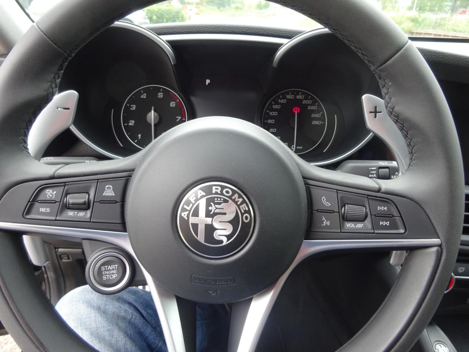 Alfa Romeo-Giulia-18